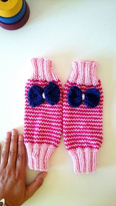 Check out this item in my Etsy shop https://www.etsy.com/es/listing/448903502/pinky-long-fingerless-bow-mitts-for