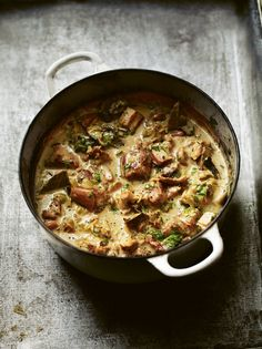 A stew of pork, bacon and mushrooms with cream, cider and parsley – Foodie travel Dutch Recipes, Pork Recipes, Slow Cooker Recipes, Fall Recipes, Cooking Recipes, Mushroom Stew, Bacon Mushroom, Mushrooms