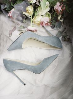 Gray pointed toe pumps: Photography: Michael and Carina Photography - www.michaelandcarina.comRead More on SMP: http://www.stylemepretty.com/2017/05/05/dreamy-bridal-inspiration-in-the-most-romantic-city-on-the-planet/