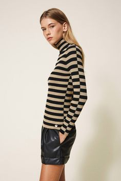 Twin Set Damen Rollkragenpullover Schwarz/Gold | SAILERstyle Twin Set, Trends, Elegant, Turtle Neck, Hoodies, Sweaters, Products, Fashion, Stripes