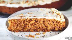 Ciasto marchewkowe, czyli genialny klasyk, który skradnie serce każdego wielbiciela słodyczy… i nie tylko! Jest delikatne, wilgotne i subtelnie słodkie. A co najważniejsze – można jeść je bez wyrzutów sumienia i smakuje naprawdę wspaniale! Jestem ogromną fanką ciasta marchewkowego, choć zazwyczaj spotykałam się z jego dwoma rodzajami – albo na bazie mąki pszennej albo w …