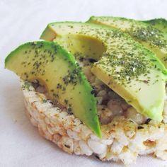 brown rice cake topped with nori, kelp flakes & ripe avocado #vegan