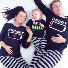 Daily Dose of Laughter Energetic Baby's gestreifte Weihnachtsfamilie Pyjama Sets Passend bei PatPat. So Cute Baby, Baby Kind, Cute Kids, Cute Babies, Pyjamas Assortis, Matching Pajamas, Foto Baby, Cute Family, Family Goals