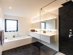 Boa Interior richt zich specifiek op de interieurinrichting. Al het maatwerk binnenshuis behoort tot ons werkgebied. boa-interior, boa interior, boa interior bvba, boa-interior.be, Keukens, dressings, boekenkasten, badkamermeubels, bureaus, tafels, interieurinrichting