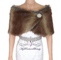 moda di lusso ha un Plus Size Rose Gold Sequin Dress, Faux Fur Stole, Faux Fur Wrap, Wedding Fur, Shrug For Dresses, Fur Cape, Shawls And Wraps, Ladies Dress Design, Evening Dresses