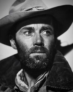 Henry Jaynes Fonda (May 16, 1905 – August 12, 1982) was an American actor. . He made his Hollywood film debut in 1935, and he gained early…