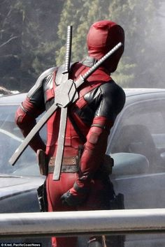 Deadpool swords, Everybody is obsessed with that Deadpool right now