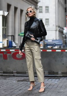 10 pieces you need to build the ultimate capsule wardrobe Is there anything that doesn't go with a leather jacket? The perfect capsule wardrobe staple Mode Outfits, Stylish Outfits, Fashion Outfits, Fashion Trends, Style Fashion, Fashion Tips, Capsule Wardrobe, Beige Pants, Look Chic