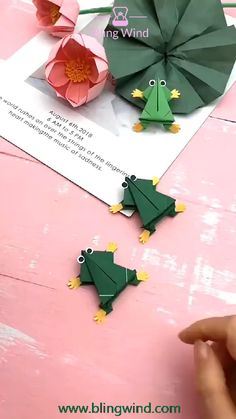 Try this origami jumping frog and have some fun with your family. Diy Crafts Hacks, Diy Crafts For Gifts, Diy Arts And Crafts, Creative Crafts, Paper Flowers Craft, Paper Crafts Origami, Paper Crafts For Kids, Instruções Origami, Origami Tree