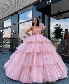 New Design Ball Gown Wedding Gowns Pink Off The Shoulder Vintage Arabic Bridal Dresses Tiered robe de mariee Bridal Dress – fashion Pretty Prom Dresses, Stunning Dresses, Beautiful Gowns, Stylish Dresses, Fashion Dresses, Poofy Prom Dresses, Bridal Dresses, Quince Dresses, Gala Dresses