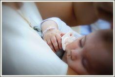 Baby pearly cordon blanc Bracelet cordon blanc, perle de culture blanche et plaquette signature en or gris 18 carats. Disponible sur :  http://www.claverin.fr/joaillerie/fr/bijoux-bebe/67-baby-pearly-perle-blanche.html