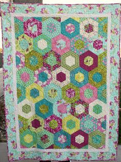Hobby Mommy Creations: Hexagon Quilt. Just need a 60 degree ruler and cut this out like a 1 block wonder quilt.