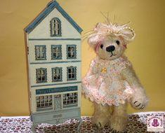 My Miniature World: Adding more to Posy's Dollshouse Shop