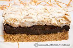 PRAJITURA CU CIOCOLATA SI BEZEA   Diva in bucatarie Just Desserts, Dessert Recipes, Something Sweet, Meringue, Cheesecakes, Cake Cookies, Kiwi, Biscuits, Good Food