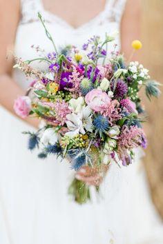 Hochzeitsfotografie Surup&Krühne Der Brautstrauß gehört neben eurem Lächeln zu den wichtigsten Accessoires des Tages. Ihr seid noch unsicher, was die Form und Farbe betrifft ? Lasst euch inspirieren.  #Brautstrauß #brautstraußideeen #brautsträuße  #brautstraußaugust #brautstraußdisteln #brautstraußcraspedia  #brautstraußgelbekugeln #brautstraußlila #brautstraußrosa #braustraußblauedisteln #brautstraußßlocker #brautstraußbunt Wedding Bouquets, Wedding Flowers, Flower Decorations, Table Decorations, Bridal, Pastel Colors, Spring Wedding, Floral Wreath, Shapes
