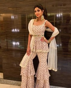 Party Wear Indian Dresses, Indian Gowns Dresses, Dress Indian Style, Wedding Dresses For Girls, Indian Fashion Dresses, Indian Designer Outfits, Indian Outfits, Girls Dresses, Fashion Outfits