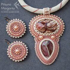 Еще один ракурс #украшения #украшенияручнойработы #вышивка #вышивкабисером #бисер #ручнаяработа #хендмейд #розовый #серьги #кулон #яшма #jewelry #handmadejewelry #handmade #handcrafted #jasper #earrings #necklace #beadwork #beadembroidery #embroidery #seadbeeds #pink #rose #beadsjewelry