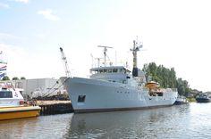 Voormalige loodsboot Markab (1977) geheel grijs geschilderd na verkoop aan Antares Charter