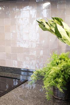Galerie mit Zellige Dekore und Projekte I Mosaic del Sur Factory Ikea Kitchen, Kitchen Interior, Mosaic Del Sur, Home Reno, Kitchen Backsplash, Home Kitchens, Woodworking Plans, Indoor Outdoor, Living Spaces