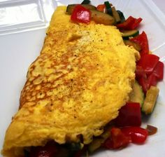 Veggie Omelette:  Get your veggies in early for a great start to your awesome day!  https://www.achieve-life.com/veggie-omelette_recipe_2059.htm  #breakfast #healthy #veggies