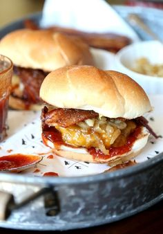 Candied Bacon Maple Cheddar Burgers are perfect for summer BBQs! Easy burgers topped with caramelized onions, maple BBQ sauce & candied bacon! Burger Meat, Gourmet Burgers, Burger And Fries, Good Burger, Burger Recipes, Beef Recipes, Cooking Recipes, Top Recipes, Grilling Recipes