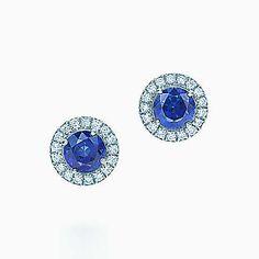 Aretes Tiffany Soleste de platino con zafiros y diamantes.