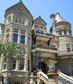vintage victorian house Galveston, Old Buildings, Mansions, Architecture, House Styles, Victorian Houses, Home Decor, Palace, Mansion Houses