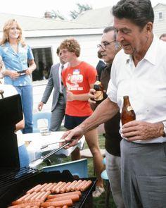40th President, President Ronald Reagan, Ronald Reagan Quotes, Nancy Reagan, Hot Dog Cart, Republican Presidents, Good Ole, Hot Dogs, Grilling