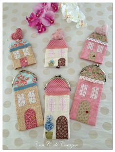 very cute ideas ~~ Small Sewing Projects, Sewing Hacks, Diy Bags Patterns, House Quilt Block, Coin Purse Pattern, Coin Couture, Felt House, Fabric Postcards, Hand Applique