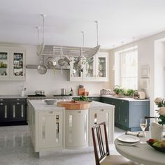 Whether you are looking to buy a new kitchen or refreshing your existing one, a visit to a luxury kitchen showroom will open a world of design possibilities Custom Kitchens, Bespoke Kitchens, Luxury Kitchens, Marble Floor Kitchen, Kitchen Flooring, Kitchen Living, Kitchen Decor, Kitchen Ideas, Kitchen Knobs