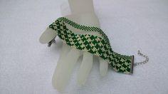 La vita è troppo breve per essere tristi gioielli : Bracelet manchette vert et argenté : Bracelet par panacotta