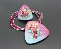 Polymer Clay Necklace, Polymer Clay Pendant, Clay Beads, Polymer Clay Projects, Diy Clay, Diy Bracelets Video, Cold Porcelain Jewelry, Polymer Clay Embroidery, Polymer Clay Flowers