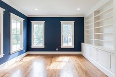 Royal navy blue study with white built in bookcase and open shelves in custom home by BCN Homes in Arlington, Virginia. Blue And White Living Room, Navy Living Rooms, Paint Colors For Living Room, Blue Rooms, White Rooms, White Bookshelves, Built In Bookcase, Blue Shelves, Open Shelves