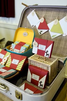 Suitcase Display - to show off my stuff Craft Stall Display, Craft Booth Displays, Store Displays, Display Ideas, Card Displays, Craft Booths, Booth Ideas, Suitcase Display, Suitcase Storage