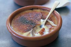 Crema catalana is similar to creme brulee, but it has a thinner crust and is usually flavoured with orange rind and cinnamon. It is traditionally made in terracotta dishes. This gallery was brought to you by Moro Olive Oil. Desserts From Spain, Just Desserts, Delicious Desserts, Yummy Food, Creme Caramel, Flan, Pudding Oats, Egg Yolk Recipes, Mousse