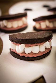 The scariest Halloween Cookies ever, Oreo Halloween Denture Cookies