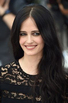 The Salvation press conference - May 17 2014 Tousled waves were the perfect partner for Eva Green's rock'n'roll beauty, comprising smoky eyeshadow, matt skin and nude lips.