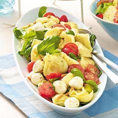 Unser beliebtes Rezept für Pesto-Tortellinisalat alla caprese und mehr als 55.000 weitere kostenlose Rezepte auf LECKER.de.