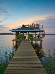 The Yardcore team takes outdoor design to the next level at Blog Cabin 2014. This two-story boat dock is the ultimate spot for entertaining, relaxing and communing with nature.