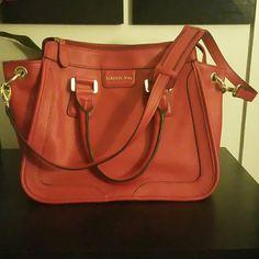 💰🎉SOLD🎉💰Red handbag Like New True Red in color London Fog handbag w/detachable shoulder strap. London Fog Bags Shoulder Bags