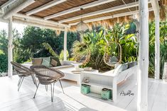 PURE HOUSE IBIZA is an amazing Boutique and Lifestyle Hotel in Ibiza island in Spain. Just a Paradise if you asking from me. Timber Pergola, Pergola Swing, Outdoor Living Areas, Outdoor Spaces, Outdoor Decor, Canopy Outdoor, Ibiza Stil, Porches, Ibiza Island