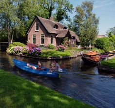 Giethoorn Village @ Netherlands  This is dreamy!