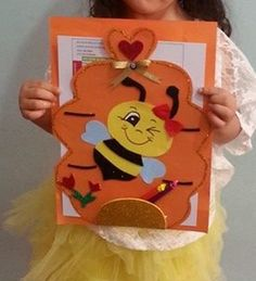 Learn How To Decorate Simple Folders Or Folders With These Incredible Ideas - Gymbody Crafts To Make, Crafts For Kids, Diy Crafts, Folder Decorado, Envelopes Decorados, School Projects, Projects To Try, Bee Invitations, Puppet Crafts