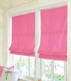Estava pesquisando ideias de cortinas para as duas janelas que tenho em uma das paredes da sala. Elas medem 0,40 x 1,00 cada e serão de vidro. Ainda não decidi se terão abertura ou se deixo-as fi…
