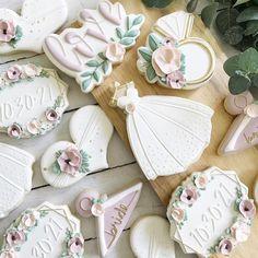 Wedding Dress Cookies, Wedding Shower Cookies, Cookie Wedding Favors, Wedding Desserts, Decorated Wedding Cookies, Bridal Shower, Cookie Favors, Fancy Cookies, Iced Cookies