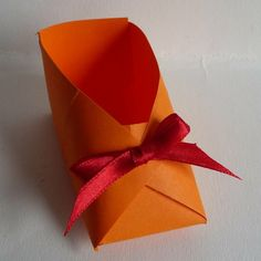 Schoentje vouwen/ Folding a shoe Christmas In Holland, Christmas Inspiration, Work Inspiration, Origami Printables, Diy Gifts, Handmade Gifts, Paper Shoes, Saint Nicolas, World Thinking Day