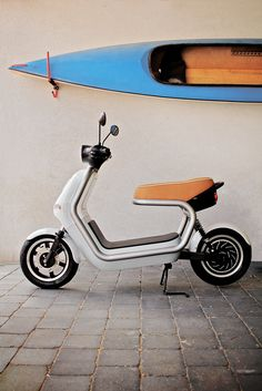 Qwic is an electric scooter specially designed for city residents. Scooter Motorcycle, Kick Scooter, Motorcycle Design, Microcar, Scooter Design, Bike Design, Concept Motorcycles, Triumph Motorcycles, Vespa Vintage