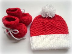 REDUCED PRICE Baby Hat and Booties Set. Unisex Baby by Pitusa