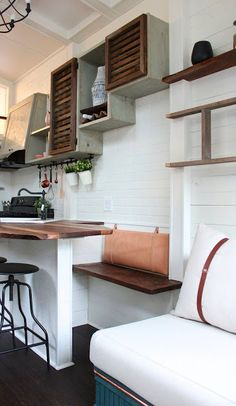 Tiny house packs 'farmhouse chic' into 240 square feet - Curbedclockmenumore-arrow : Another stunner from the tiny-house mavens at Handcrafted Movement Tiny House Luxury, Tiny House Swoon, Small Tiny House, Tiny House Storage, Tiny Houses For Sale, Tiny House Living, Tiny House Plans, Tiny House On Wheels, Tiny House Design