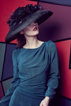 Rachel Trevor Morgan Millinery Autumn Winter 2016 Black 'Tiffany' bell hat with handmade roses and arrow feathers Ladies Hats, Hats For Women, Fascinators, Headpieces, Rachel Trevor Morgan, Pearl Shoes, Run For The Roses, Races Fashion, Millinery Hats